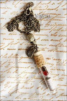 A long glass vial with a crystal blood drop inside, and an ancient paper roll, wrapped by old lace and with wonderful skull connector plus vampire teeth. For those who love hunting the night, to remember the first bite, the ancient rites and the lust for eternity, everything according to the playful vision of Hic Sunt Monstra for you who love horror & vampires. Necklace full lenght: 33 cm. Please ask for chain adjustment if desired. Please ref. to https://www.facebook.com/hicsuntmonstra