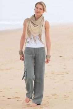 Really like the super casual but pulled together look of the cargo pants. Weekend Linen Pants from Soft Surroundings Linen Pants Outfit, Linen Pants Women, Pants For Women, Clothes For Women, Ladies Pants, Estilo Hippie, Moda Casual, Drawstring Pants, Weekender