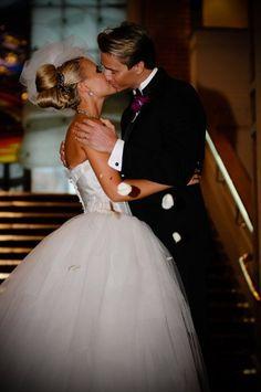 Gorgeous wedding kiss