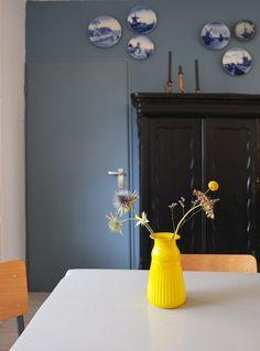 pimpelwit-interieurontwerp-flexanl-denimdrift Denim Drift Bedroom, Interior Styling, Interior Decorating, Beautiful Interiors, Home Decor Inspiration, Bedroom Wall, House Colors, Furniture Decor, Interior Architecture