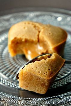coulant tout speculoos -- looks delicious if only I could read the recipe. No Cook Desserts, Just Desserts, Delicious Desserts, Dessert Recipes, Yummy Food, Lava Cakes, I Love Food, Macarons, Sweet Recipes