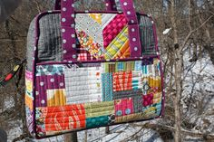 Splendorfalls: Amy Butler weekender bag.  Complies a number of internet tips for making the bag.