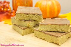Pumpkin Spice Fudge - Vegan Low Carb Low Sugar Keto Fat Bombs - www.thehappyhealthfreak.com