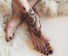 Make henna tattoo yourself - tips for application & 35 great .-Henna Tattoo selber machen – Tipps zum Auftragen & 35 tolle Designs Henna color toe and toe bones decoration - Mehndi Tattoo, Anklet Tattoos, Henna Tattoos, Body Tattoos, Ankle Tattoo Mandala, Henna Ankle, Leg Mehndi, Color Tattoos, Tattoo Bracelet