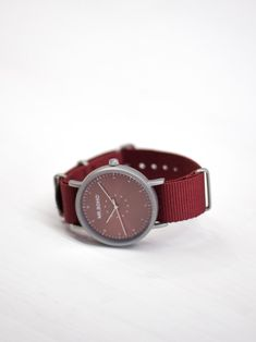Boho red watch with textile strap. Red Watches, Watches For Men, Metallica, Burgundy, Unisex, Boho, Retro, Casual, Men's Watches