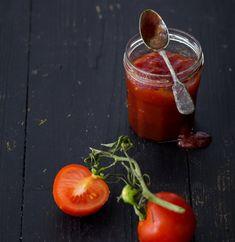 Sladká rajčatová marmeláda , Foto: Johana Pošová Food Storage, Fresh, Canning, Vegetables, Preserve, Preserving Food, Vegetable Recipes, Home Canning, Veggies