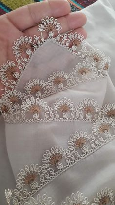 Needle Lace, Aloe Vera Gel, Fabric Flowers, Tatting, Diy And Crafts, Wool, Embroidery, Crochet, Baby Bibs