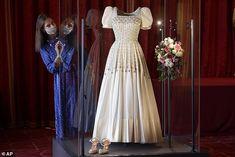 Princess Beatrice Wedding, Princess Eugenie And Beatrice, Royal Brides, Royal Weddings, Low Key Wedding, Eugenie Of York, Royal Collection Trust, Estilo Real, Royal Queen