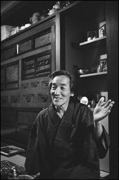 Japanese photographer Hiroshi HAMAYA 1978 photo Martine Franck JAPAN Magnum Photos