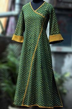 a perfect maxi dress in handblock print in flowy style! the dress has an asymmetrical kali with mangalgiri trims at the armhole, sleeve and at the bottom. Salwar Designs, Kurta Designs Women, Blouse Designs, Kurta Patterns, Dress Patterns, Kimono Fashion, Fashion Dresses, Kurta Neck Design, Neckline Designs