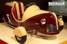 La Moto-Kar Deluxe - Three-Wheeler, cet ancien véhicule à trois-roues fut fabriqué en 1939, carrosserie Trois-Roues monoplace - moteur monocylindre - 2,5cv.