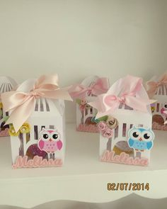 Caixa para lembrancinha em formato de gaiola  personalizada com o nome da criança e pode ser de coruja ou passarinhos  em papel scrap 180gr  medida 6,5 de largura x 6,5 de profundidade - 11 cm de altura R$ 5,33