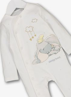 Disney Dumbo White Sleepsuit (0-12 Months) Disney Baby Clothes, Cute Baby Clothes, Baby Disney, Baby Boy Outfits, Kids Outfits, Baby Drama, Baby Shower List, Cute Babies, Baby Kids