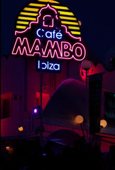 Cafe Mambo Ibiza - watching the sunset VIP Cafe Mambo, Ibiza Holidays, Ibiza Clubs, Ibiza Party, Ibiza Spain, Bars And Clubs, Dream Trips, Great Logos, Beach Bars