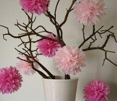Come realizzare fiori natalizi di carta fai da te per addobbare l'albero di Natale Semplici fiori di grande effetto idee originali per decorazioni natalizie