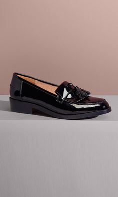 Classic tassels swing across the toe of a sleek, menswear-inspired loafer perfect for work or on the go Sock Shoes, Cute Shoes, Me Too Shoes, Shoe Boots, Black Loafers Outfit, Look Fashion, Fashion Shoes, Loafers For Women, Shoe Game