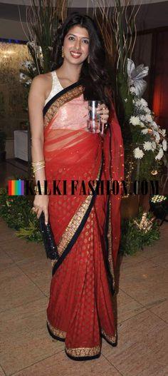 http://www.kalkifashion.com/ Aishwarya Sakhuja in red saree at Ravi Dubey and Sargun Mehta's reception bash.