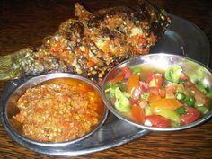 Ikan Bakar Sambal Dabu-Dabu & Sambal Rica-Rica Fish Recipes, Baby Food Recipes, Asian Recipes, Cooking Recipes, Ethnic Recipes, Asian Foods, Seafood Diet, Malay Food, Indonesian Cuisine
