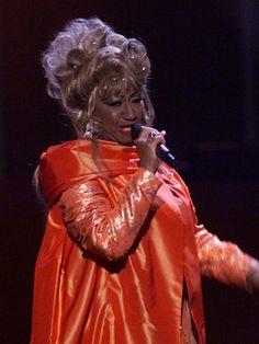 """Celia Cruz (1924-2003. Fue una cantante cubana de salsa que pasó la mayor parte de su vida desarrollando su carrera en Estados Unidos. Ganadora de dos premios Grammys en 2000 y 2001 por los albumes """"Celia and Friends"""" y """"Siempre viviré"""")"""