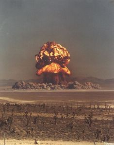 A nuclear bomb set off in New Mexico. Who's idea was it to set off nuclear bombs all over the same planet we live on? Bomba Nuclear, Nuclear Test, Nuclear Bomb, Nuclear Energy, Mushroom Cloud, Rpg Map, Fallout New Vegas, E Mc2, Photocollage