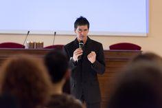 Il coach motivazionale Giancarlo Fornei durante il suo seminario a Rezzato (Brescia - Io Bene), marzo 2015