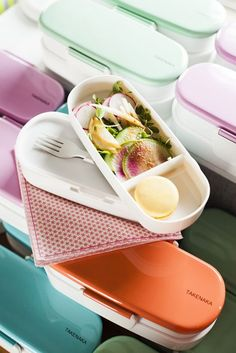 Pack your lunch in this classic bento box.