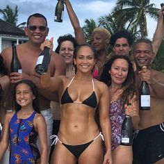 'Ageless beauty' Jennifer Lopez shares a bikini photo to celebrate her birthday Jennifer Lopez Workout, Jennifer Lopez Body, Jennifer Lopez Photos, Body Inspiration, Fitness Inspiration, Jennifer Lopez Birthday, J Lo Fashion, Celebrity Bikini, Yoga Journal