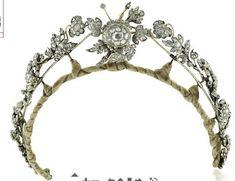 JÓIAS & Royals de Marie Poutine: florais e frondosos diademas