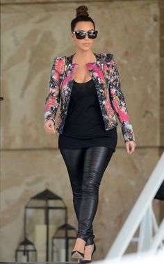 Kim Kardashian the hottest outfit ever!!!! Effortless chic at its best!!