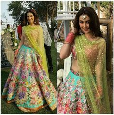 Beautiful Hania Amir in a signature Nomi Ansari Floral Printed Lehenga Look For Jewelry by ✨ Pakistani Couture, Pakistani Bridal Dresses, Pakistani Outfits, Indian Dresses, Shadi Dresses, Indian Couture, Bridal Lehenga, Indian Wedding Outfits, Bridal Outfits