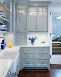 Blue Kitchen Cabinets, Kitchen Cabinet Colors, Kitchen Redo, Home Decor Kitchen, Kitchen Interior, Home Kitchens, Wooden Cabinets, Kitchen Ideas, Kitchen Cabinets With Glass Doors On Top
