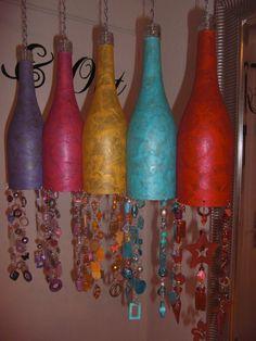 """Flaschen-Windlichter mit Tiffany-Glas und Perlen, für """"In & Out"""" Bottle-Lanterns with Tiffany glass and beads, for """"In & Out"""""""