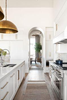 Wooden Dining Chairs, Dining Nook, Kitchen Dining, Room Kitchen, Kitchen Cabinets, Casa San Sebastian, Küchen Design, House Design, Interior Design