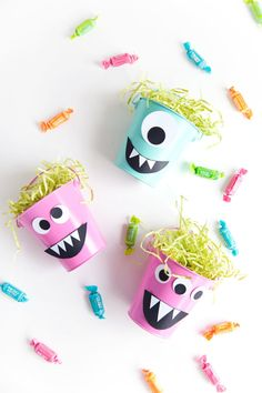 Make these fun diy monster candy buckets for a Halloween party or a fun treat for the kids. Halloween Decorations To Make, Halloween Crafts For Kids, Halloween Snacks, Holidays Halloween, Spooky Halloween, Halloween Chocolate, Fall Decorations, Dollar Store Halloween, Monster Party