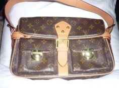 $ 300 Louis Vuitton Classic Monogram Purse