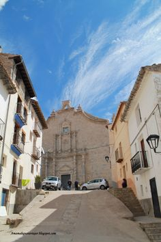Fachada barroca de la iglesia. Ares del Maestrazgo, provincia de Castellón.