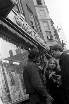 https://flic.kr/p/mXJY3 | 101070 28 | boston, massachusetts october 1970  candid, street life charles street, beacon hill  part of an archival project, featuring the photographs of nick dewolf  © the Nick DeWolf Foundation Image-use requests are welcome via flickrmail or nickdewolfphotoarchive