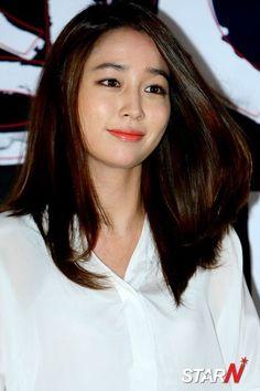 기사 이미지 Jung So Min, Joo Sang Wook, Korean Star, Beautiful Asian Women, Korean Beauty, Asian Woman, Hair Cuts, Actresses, Portrait