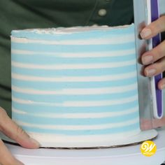 How to Make a Buttercream Striped Cake - Hooray, it's time to party! From birthdays to baby showers, a buttercream striped cake is a trendy - Cake Decorating For Beginners, Cake Decorating Videos, Cake Decorating Techniques, Decorating Ideas, Decoration Patisserie, Dessert Decoration, Cake Decorating Frosting, Cookie Decorating, Birthday Cake Decorating