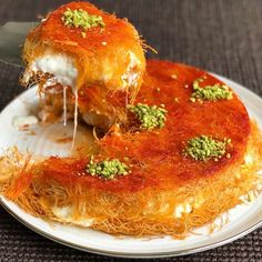Knafeh/kunafeh/ kunafa (however you like to spell it), happens to be one of my favourite desserts EVER. If you are not familiar with it, it is a Middle Eastern pastry that is soaked in a sweet… Lebanese Desserts, Lebanese Recipes, Turkish Recipes, Greek Recipes, Persian Recipes, Knafeh Recipe Lebanese, Halal Desserts, Lebanese Cuisine, Arabic Dessert