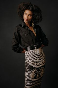 A study in contradiction. Both rugged and feminine, sophisticated and relaxed, Ralph Lauren's Pre-Fall 2021 collection embraces a life of versatility and adventure. Discover the Raffia Embroidered-Silk Skirt, crafted from two-tone mulberry silk and the classic Natalie Cotton Gabardine Shirt. Silk Skirt, Sequin Skirt, Ralph Lauren Collection, Mulberry Silk, Embroidered Silk, Autumn Winter Fashion, Winter Style, Feminine, Glamour