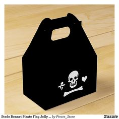 Stede Bonnet Pirate Flag Jolly Roger Favor Box Stede Bonnet, Famous Pirates, Pirate Party Invitations, Pirate Halloween Costumes, Pirate Birthday, Jolly Roger, Caribbean Sea, Skull And Bones, Favor Boxes