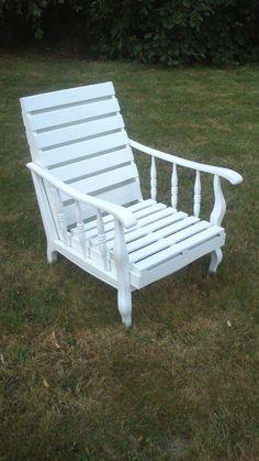 Ancien fauteuil de salon relooké en fauteuil de jardin