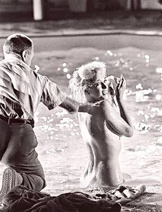 "Marilyn getting prepped for the pool scene in ""Something's Got To Give"". Photo by Lawrence Schiller , 1962 Marilyn Monroe Tod, Marilyn Monroe Photos, Heidi Klum, Eddie Bauer, Sharon Stone Hairstyles, Free Comics, Norma Jeane, Life Inspiration, Hollywood Actresses"