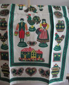 Vintage Roosters Chickens Tea Towel  Pennsylvania Dutch  Folk Farmers   Never Used Green Red  Dish Linen   Kitchen Farmhouse Cottage
