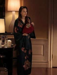 kimono dressing gown as worn by Blair Waldorf in Gossip Girl Gossip Girls, Moda Gossip Girl, Estilo Gossip Girl, Gossip Girl Outfits, Gossip Girl Seasons, Gossip Girl Fashion, Blair Waldorf Outfits, Blair Waldorf Stil, Estilo Blair Waldorf