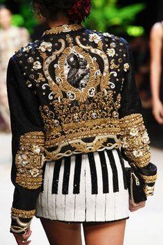 Dolce & Gabbana Spring 2017 Ready-to-Wear Collection Photos - Vogue Fashion 2017, Runway Fashion, High Fashion, Fashion Show, Womens Fashion, Fashion Trends, Milan Fashion, Fashion Spring, Fashion Weeks