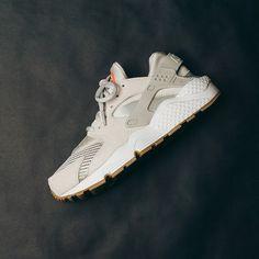 Nike W Air Huarache Run Txt (Light Bone) $120