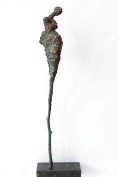 Loes Knoben: zwanger (4), Bronze. 45x10cm.