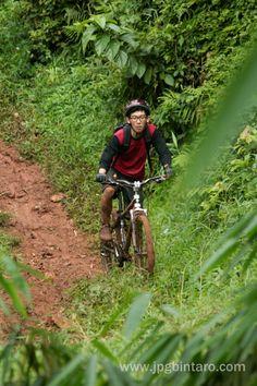 Track Turunan S di jalur pipa gas (JPG) mountain bike park Bumi Serpong Damai Tangerang Selatan.  klik pula : http://www.flickr.com/photos/photopocket/